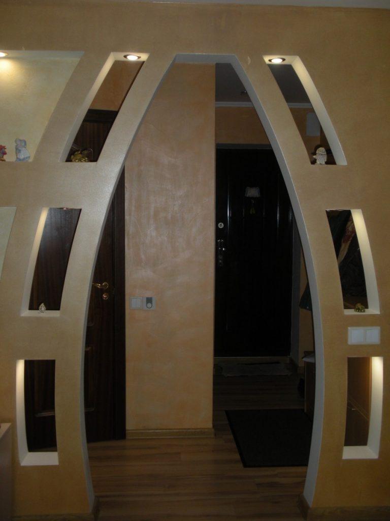 немало фото арка между коридором и залом достопримечательностей старинной
