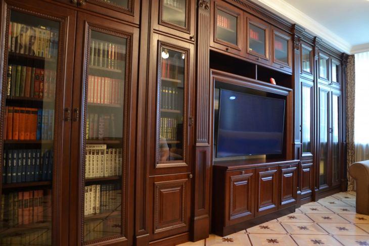 Прихожая из дерева 47 фото модели из натурального массива дуба и сосны в интерьере деревянного дома варианты дизайна помещения с такой мебелью